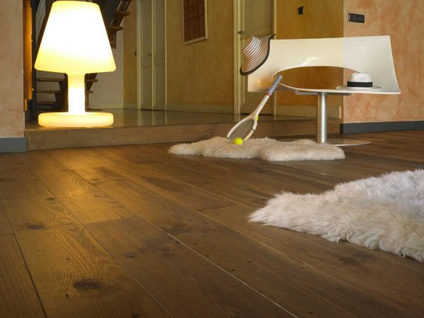 DISTRESSED AND BRONZE OILED FLOORING