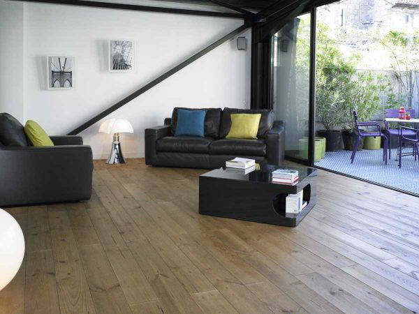 DISTRESSED AND PRALINE OILED FLOORING